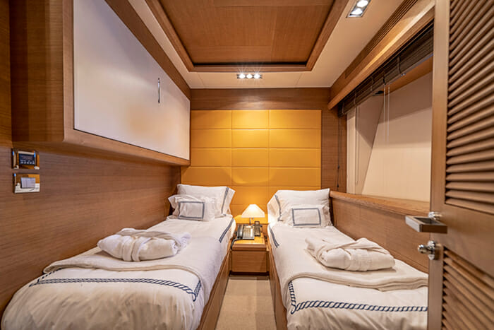 Yacht Intervention twin cabin