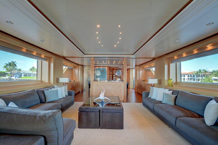 Yacht Kaos Salon