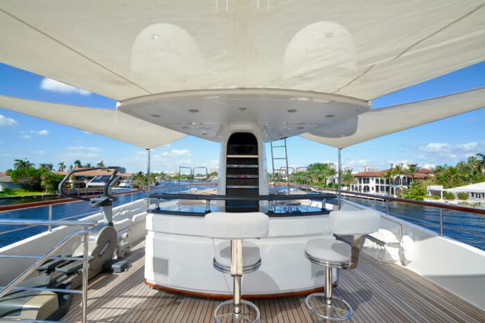 Yacht Kaos Sundeck