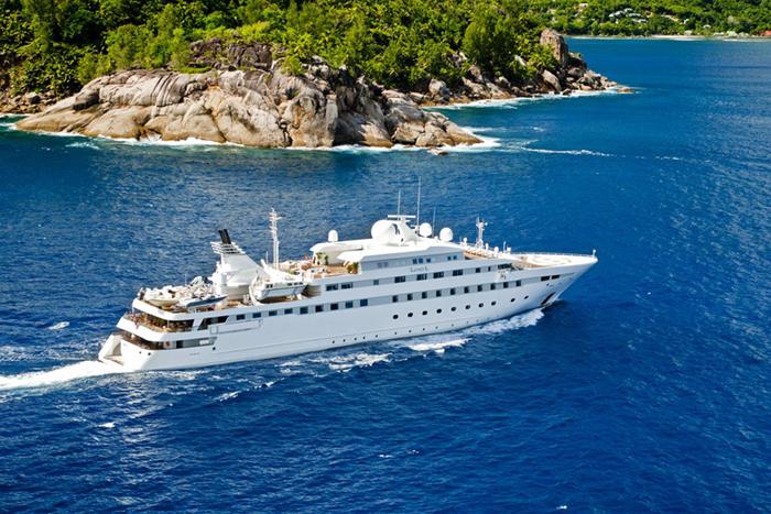 Yacht LAUREN L main image