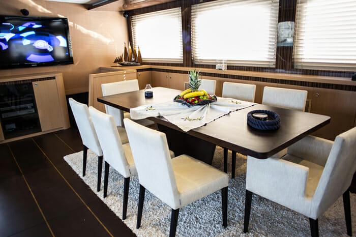 Yacht Le Pietre Dining