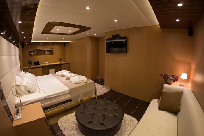 Yacht Le Pietre Master Cabin