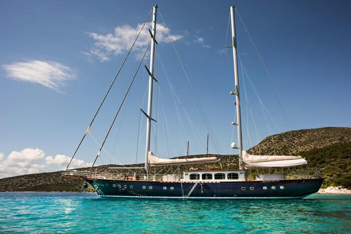 Yacht Le Pietre Profile 2