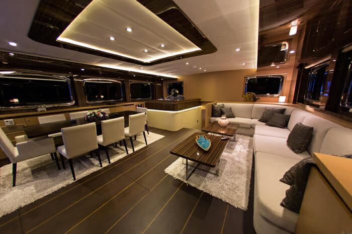 Yacht Le Pietre Salon