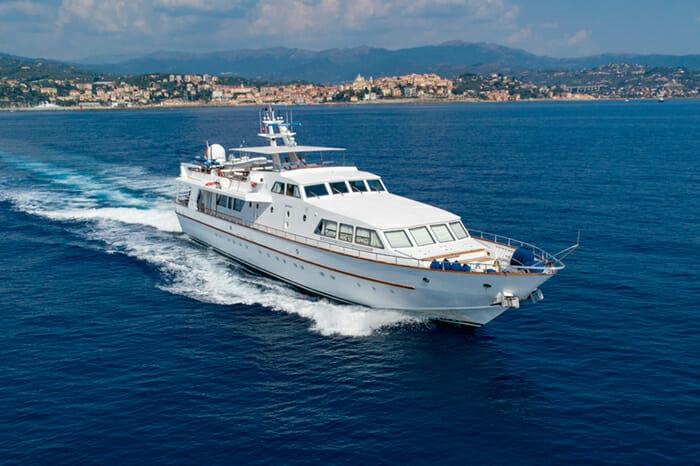 Yacht Nauta forward view
