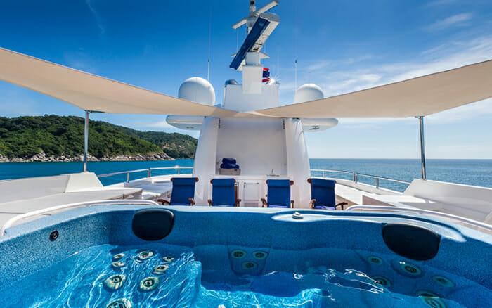 Yacht Northern Sun Sundeck Jacuzzi
