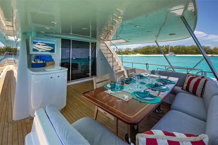 Yacht Oculus aft deck