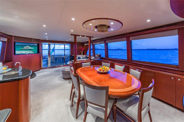 Yacht Oculus dining