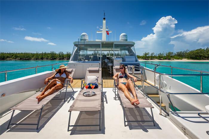 Yacht Oculus flybridge aft