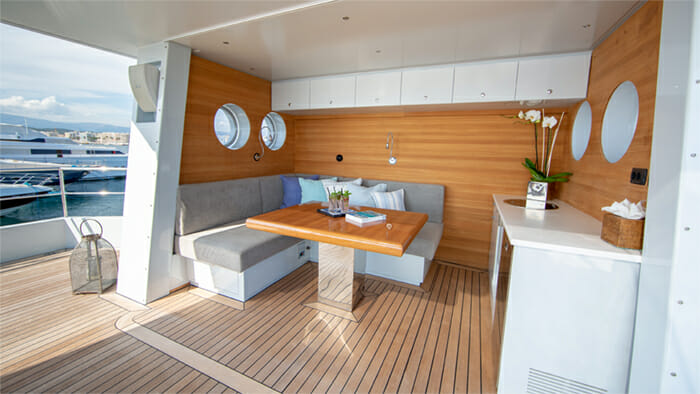 Yacht Preference 19 Sundeck Seating