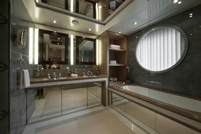 Yacht Sarah Guest bathroom 2