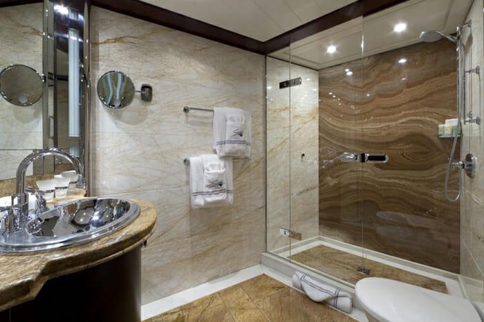 Yacht Sarah Guest bathroom 3
