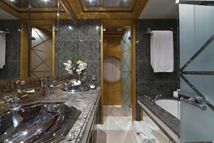 Yacht Sarah Guest bathroom 1