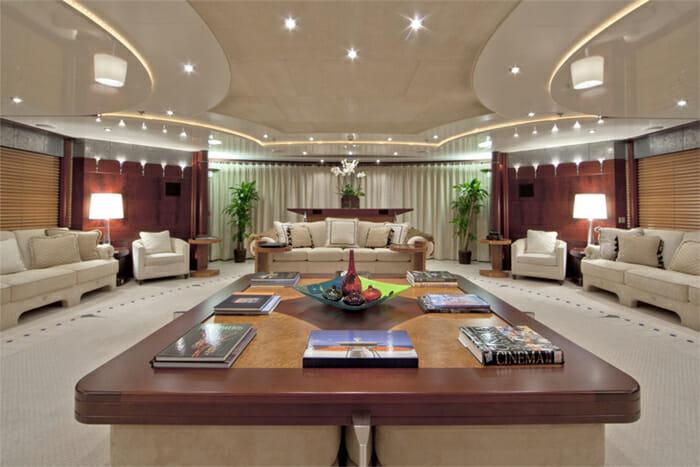 Yacht Sarah Salon