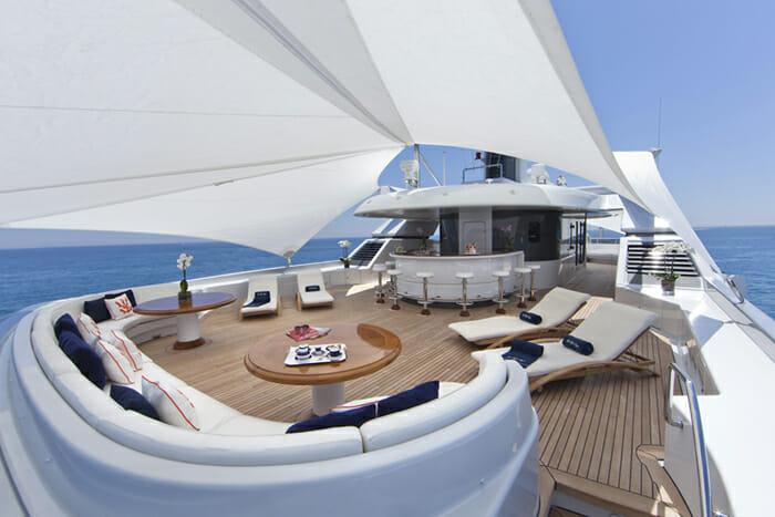 Yacht Sarah Sundeck and bar