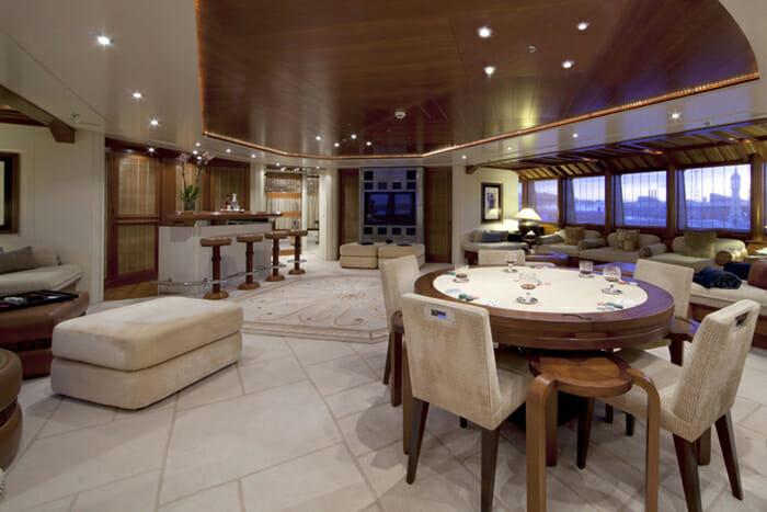 Yacht Sarah Vista lounge