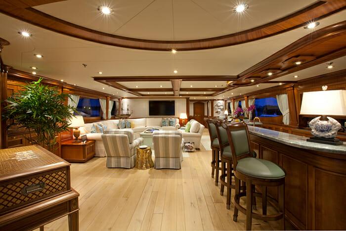 Yacht TCB Skylounge
