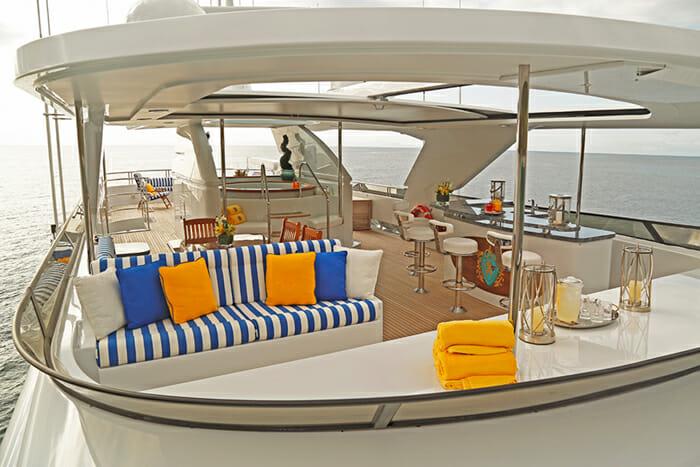 Yacht TCB Sundeck