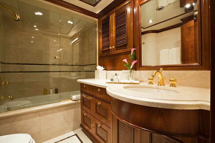 Yacht TCB Twin Bathroom