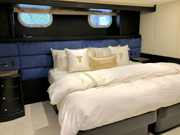 Yacht Tanzanite Twin Stateroom converted into Double