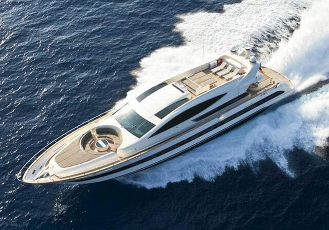 Yacht Toby