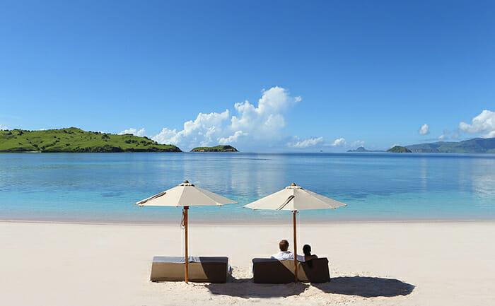 Alila Purnama beach lounging