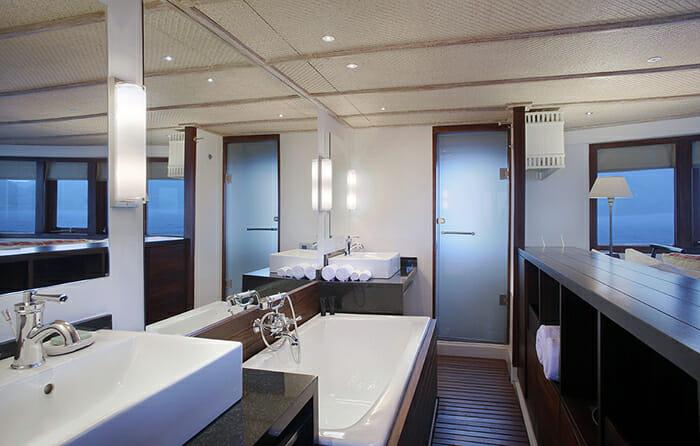 Alila Purnama master bathroom