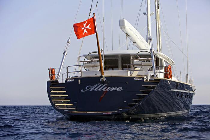 Alllure stern