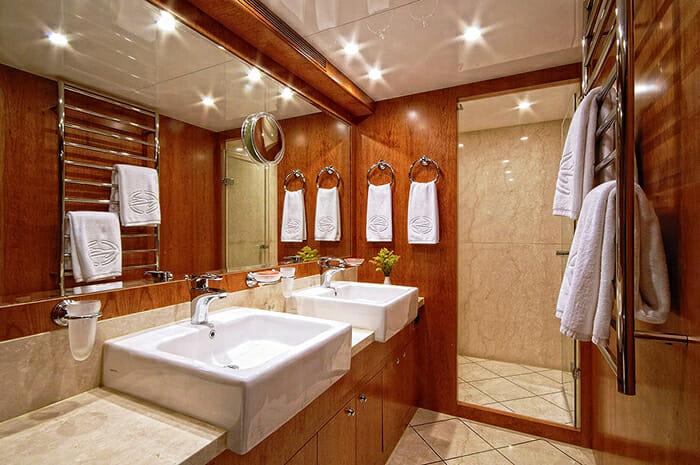 Annabel II master bathroom