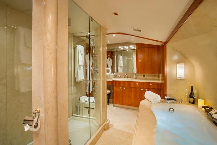 Arioso master bathroom