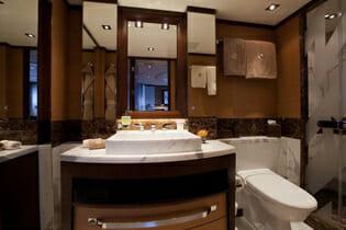 Aurelia twin bathroom