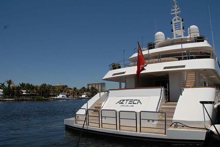 Azteca II stern