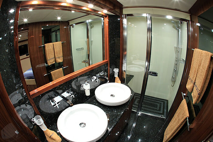 Barracuda Red Sea guest bathroom