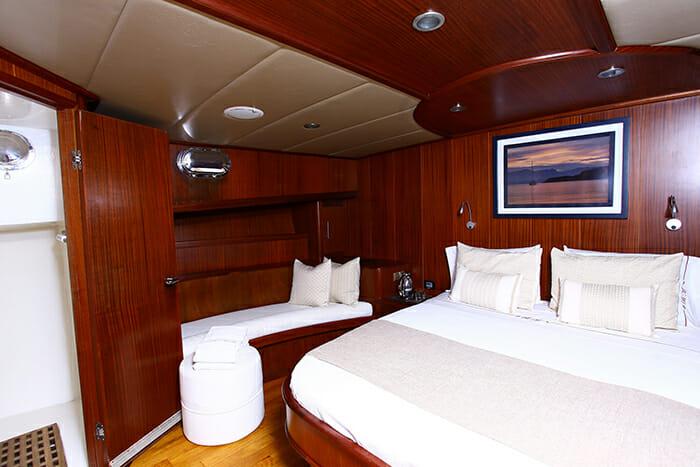 Besame Mucho VIP cabin