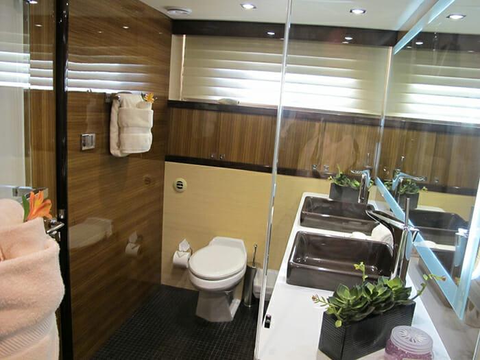 Calliope master bathroom