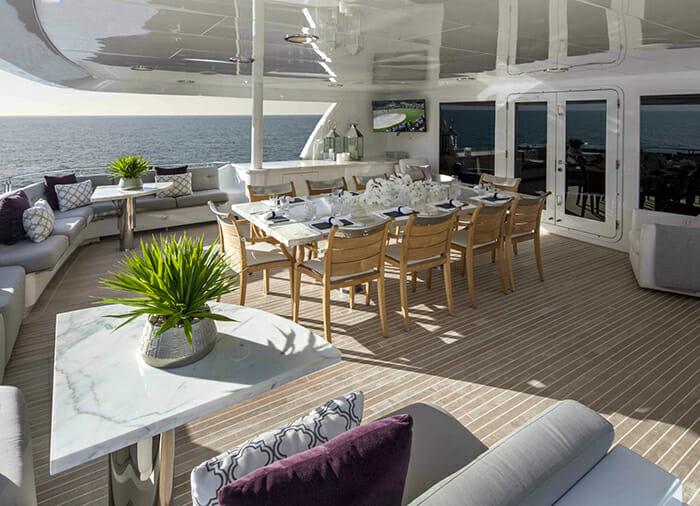 Carpe Diem II skylounge deck