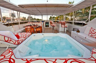 Carte Blanche sundeck jacuzzi