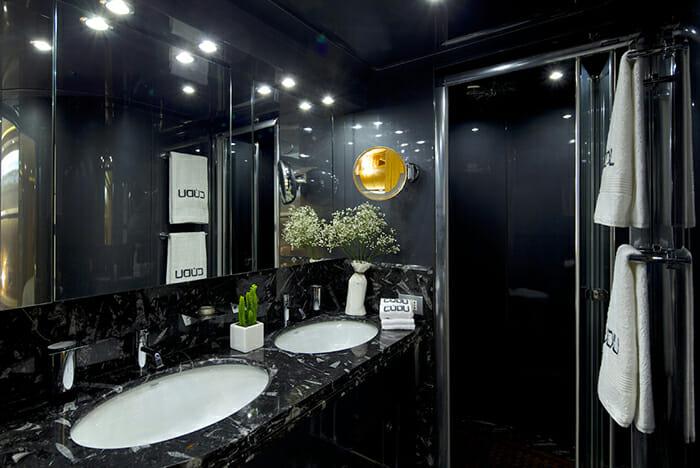Cudu master bathroom
