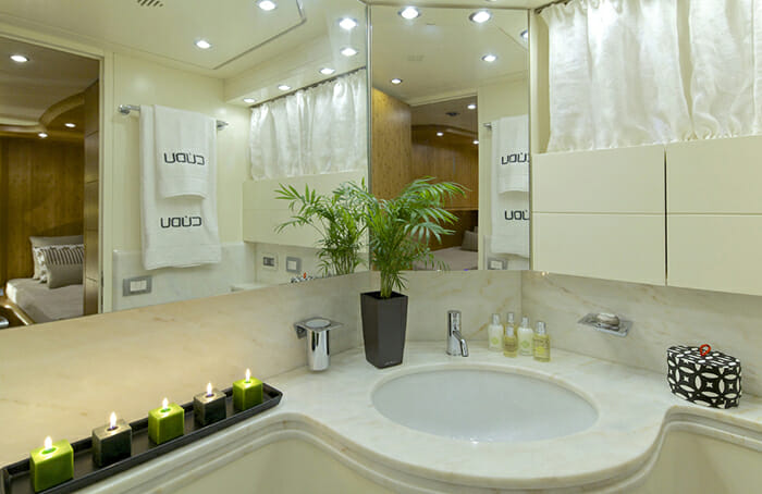 Cudu twin bathroom