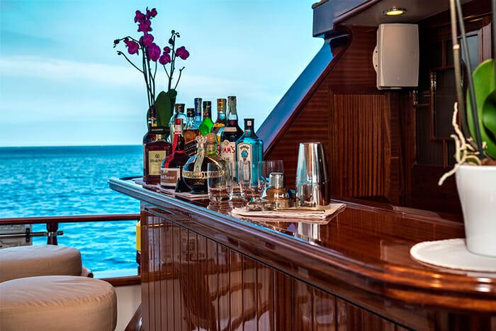 Don Chris deck bar