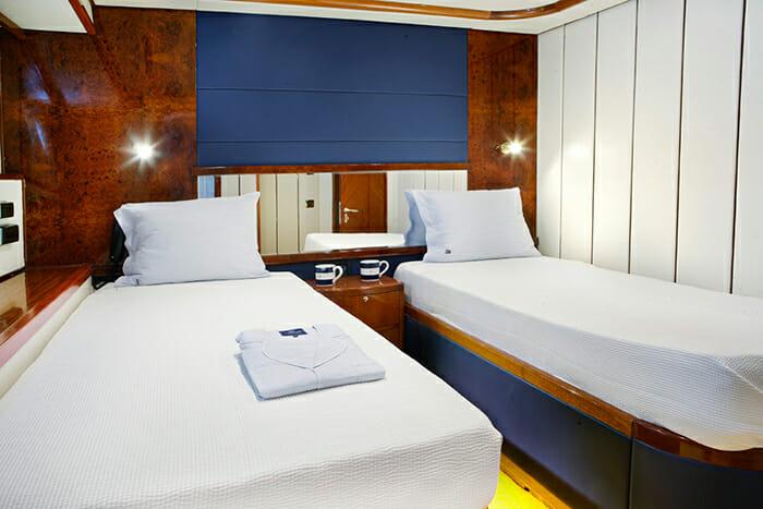 Dream B twin cabin