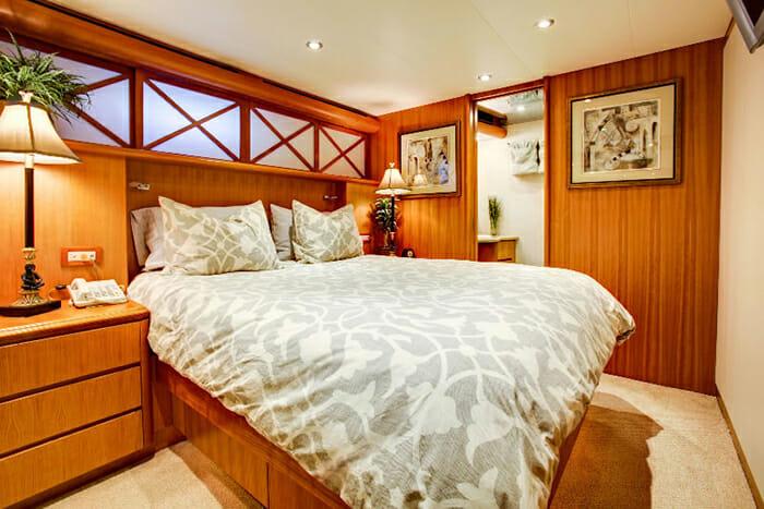 Equinox guest cabin