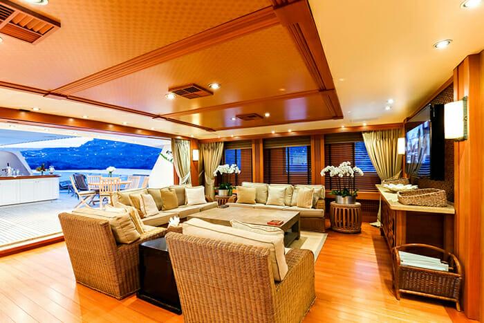 Esmeralda bridge deck lounge