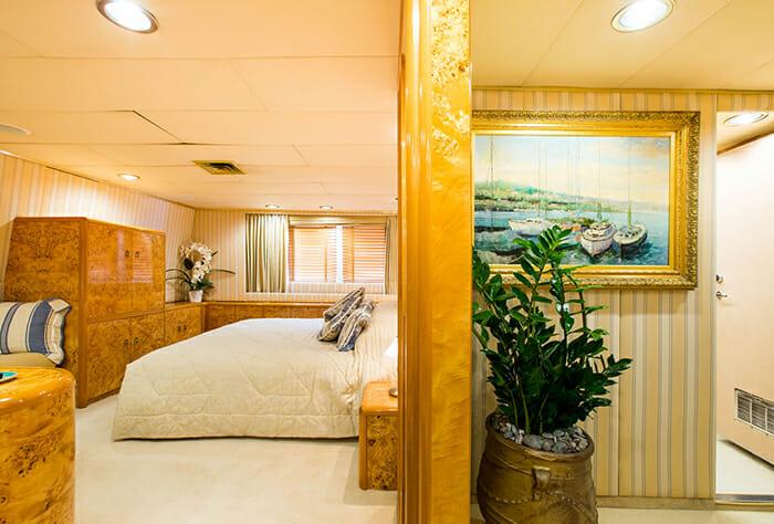 Esmeralda master cabin