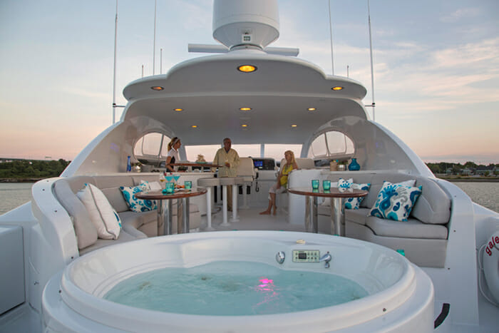 Gale Winds flybridge jacuzzi