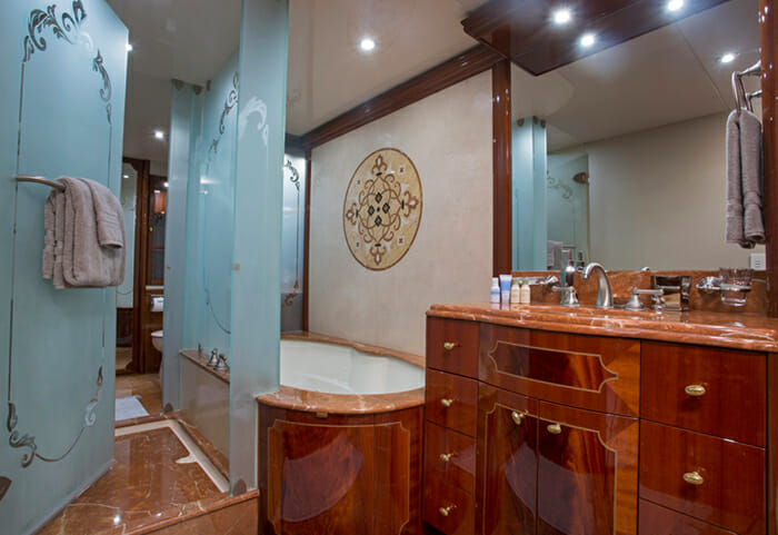 Gale Winds master bathroom