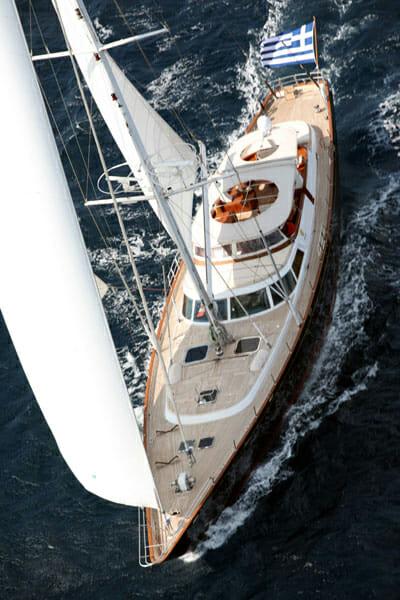 Gitana sailing