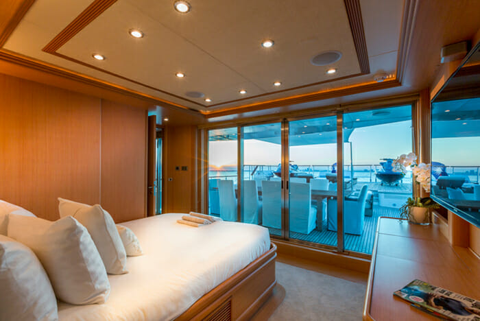 Ice 5 bridge deck cabin