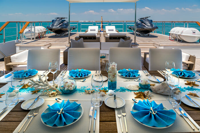 Ice 5 deck dining