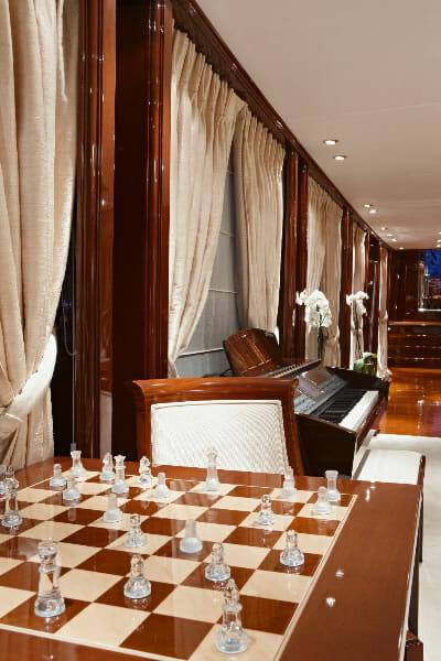 Iraklis L chess table